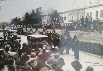 Sfilata di auto - Anno 1929