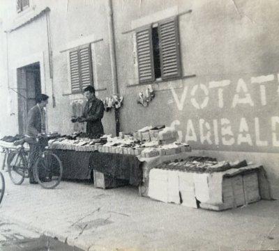 Banchetto al mercato - Anno 1948