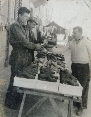 Banco delle scarpe - Anno 1949