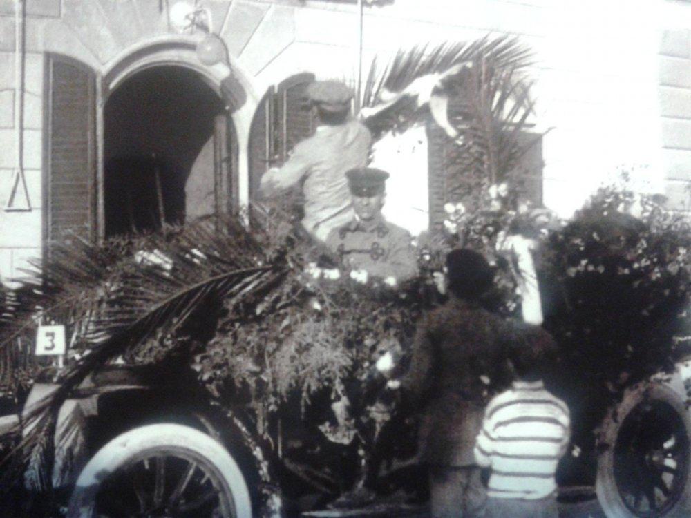 Automobile di sig. Lino Del Prete - Carri Fioriti - Carnevale di Viareggio 1911