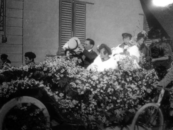 La splendida automobile di sig. Campanella - Carri Fioriti - Carnevale di Viareggio 1911