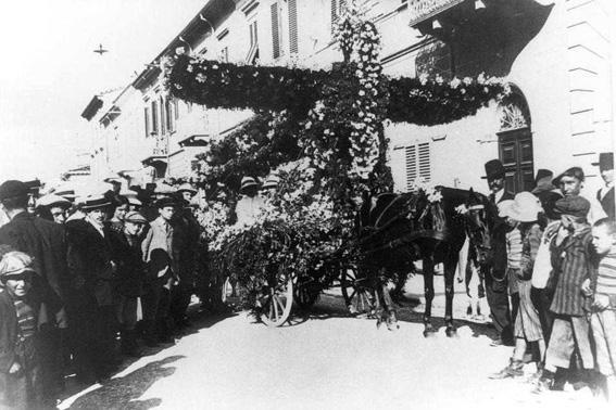 Monoplano di Rosolino Caprili, sig. Tolomei, sig. Belluomini, sig. Del Vivo - Carri Fioriti - Carnevale di Viareggio 1911