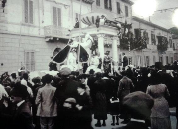 L Italia che ha trionfato di  - Carri piccoli - Carnevale di Viareggio 1913
