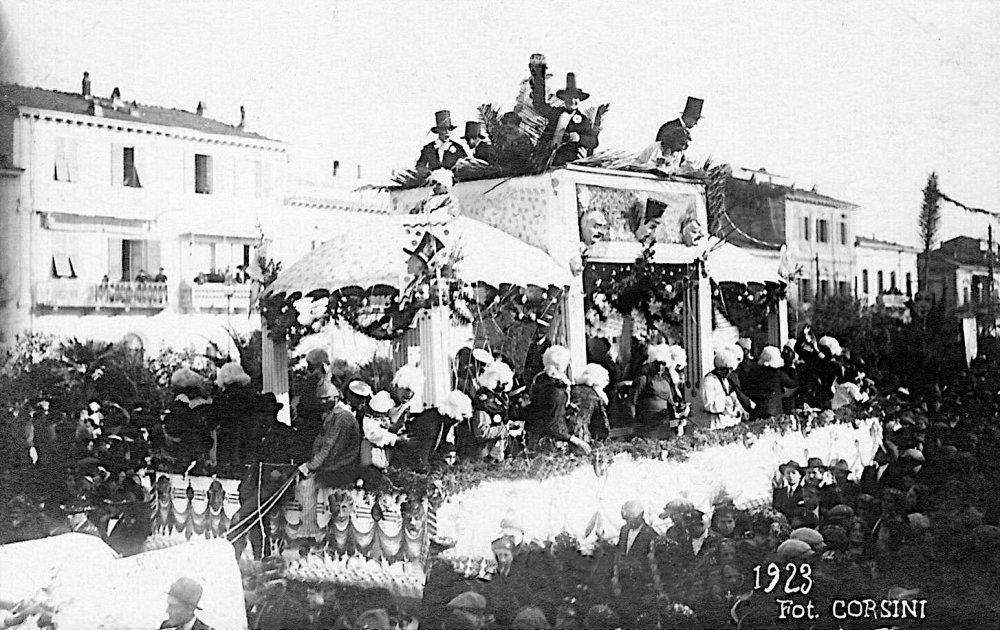 Tempi passati che non tornan più di Lelio Parducci - Carri grandi - Carnevale di Viareggio 1923