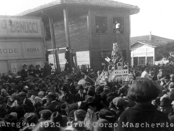 Il trionfo del Re dei poco studiosi di Gino Morescalchi - Mascherate di Gruppo - Carnevale di Viareggio 1925