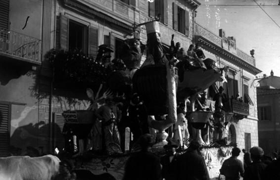 Dopo il premio di Giuseppe Venturini - Carri grandi - Carnevale di Viareggio 1926