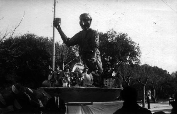 La moda che non cambia di Alighiero Cattani - Carri piccoli - Carnevale di Viareggio 1926