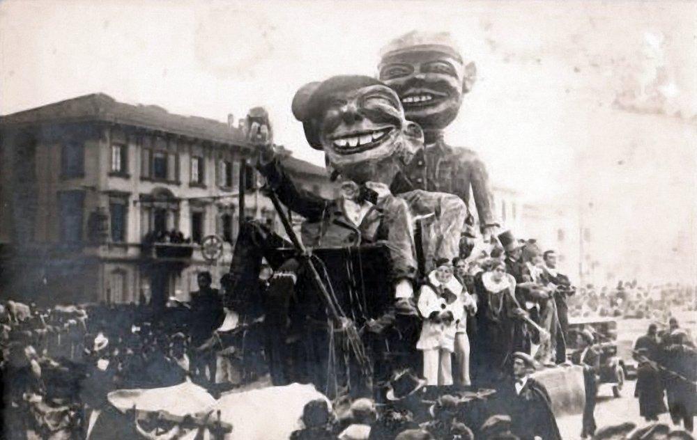 A letto gli ubriachi di Leonida Fontanini - Carri piccoli - Carnevale di Viareggio 1927