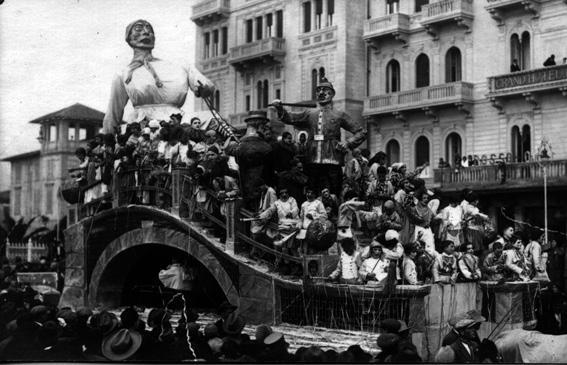 Incidenti mattutini di Soc. Nuovo Bar Marittimo - Carri grandi - Carnevale di Viareggio 1927
