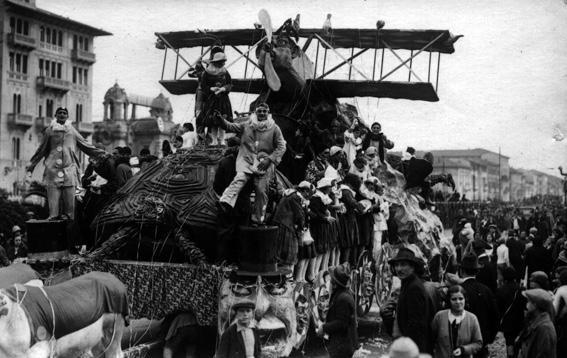La fuga di Colombina di Guido Baroni - Carri grandi - Carnevale di Viareggio 1927