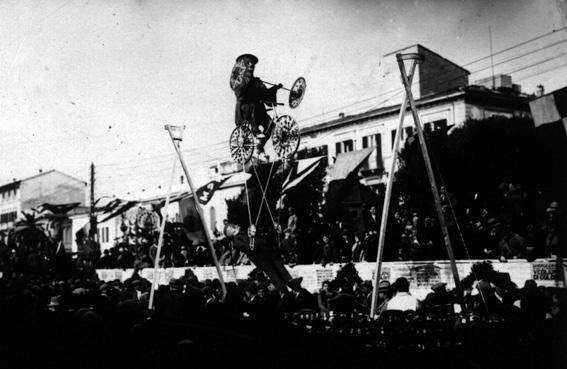 L equilibrista in carnevale di  - Maschere Isolate - Carnevale di Viareggio 1929