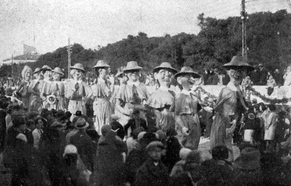 Convitto delle Grazie di Gino Martinelli - Mascherate di Gruppo - Carnevale di Viareggio 1930