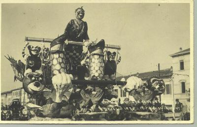 Serpente dagli occhiali di Alessandro Bertuccelli - Maschere Isolate - Carnevale di Viareggio 1932