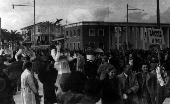 La caccia al merlo di Sergio Baroni ed Eugenio Pardini - Mascherate di Gruppo - Carnevale di Viareggio 1946