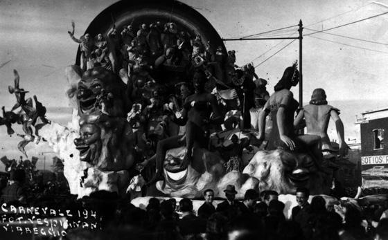 Serenità nel mondo di Alfredo e Michele Pardini, Ademaro Musetti - Carri grandi - Carnevale di Viareggio 1947