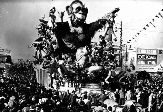 Assalto selvaggio di Sergio Barsella e Carlo Francesconi - Carri grandi - Carnevale di Viareggio 1950