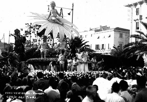 Fiori in amore di  - Carri Fioriti - Carnevale di Viareggio 1950