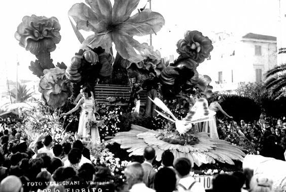 Primo idillio di  - Carri Fioriti - Carnevale di Viareggio 1950