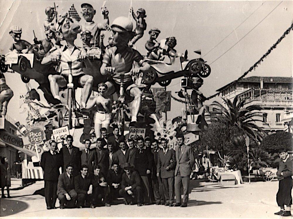 Arriva il giro di Silvano Avanzini e Francesco Francesconi - Carri grandi - Carnevale di Viareggio 1952