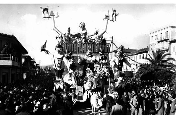 Con tutti i mezzi a Viareggio di Fabio Romani - Carri piccoli - Carnevale di Viareggio 1952