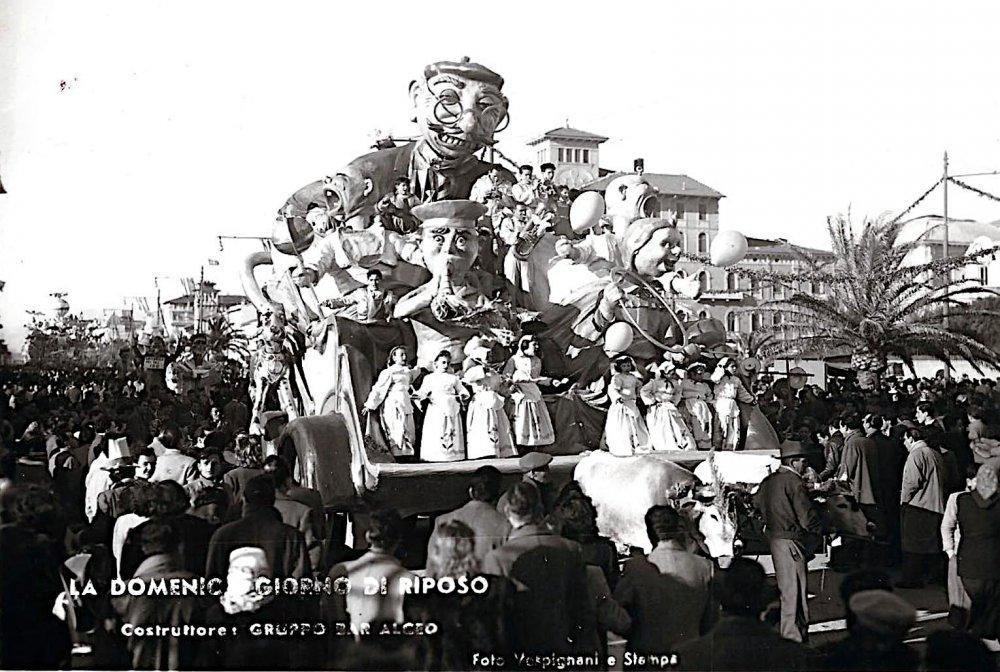 La Domenica giornata di riposo di Bar Alceo - Carri piccoli - Carnevale di Viareggio 1952