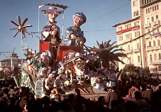 La carrozza senza cavalli di Bar Alceo - Carri piccoli - Carnevale di Viareggio 1953