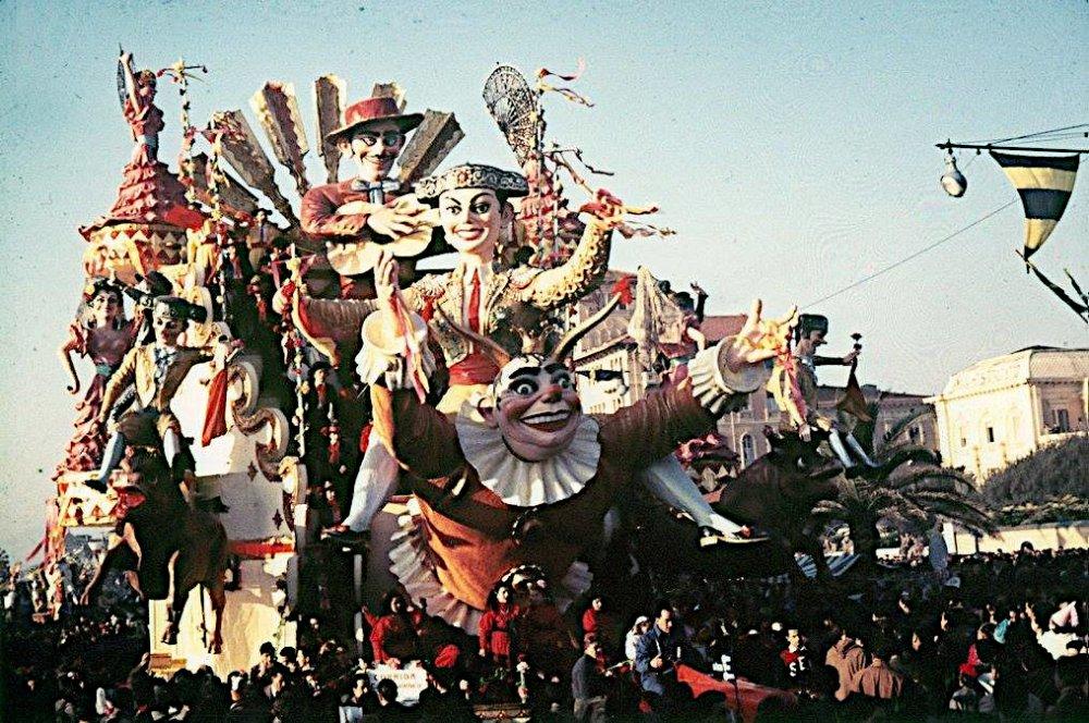Corrida carnevalesca di Carlo Vannucci e Sandro Bertuccelli - Carri grandi - Carnevale di Viareggio 1954