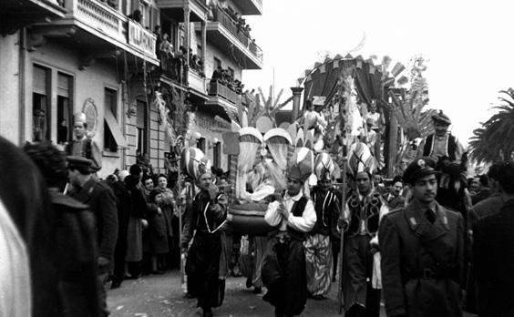 Harem in vendita di Bar Alceo - Complessi mascherati - Carnevale di Viareggio 1954