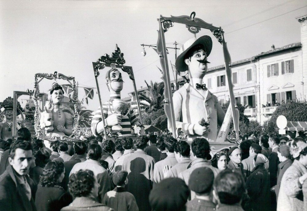 Vecchio album di famiglia di Fortunato Pardini - Mascherate di Gruppo - Carnevale di Viareggio 1954