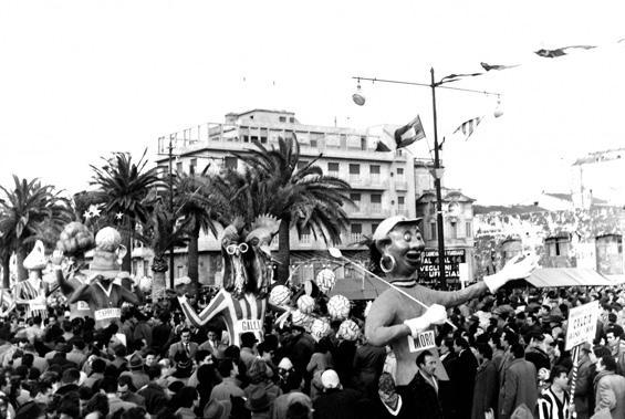 Calcio grandi firme di Eros Canova - Mascherate di Gruppo - Carnevale di Viareggio 1956