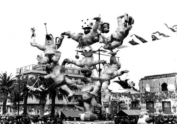 La famiglia Ercolini hoplà di Arnaldo Galli - Complessi mascherati - Carnevale di Viareggio 1956