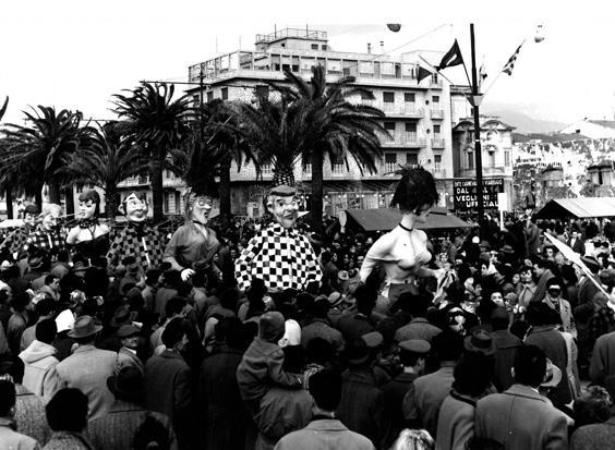Vivere alla moda di Bar Alceo - Mascherate di Gruppo - Carnevale di Viareggio 1956