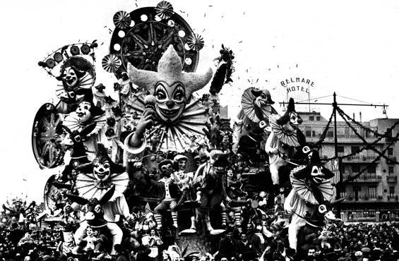 Pagliacci in cavalleria di Alfredo Pardini - Carri grandi - Carnevale di Viareggio 1958