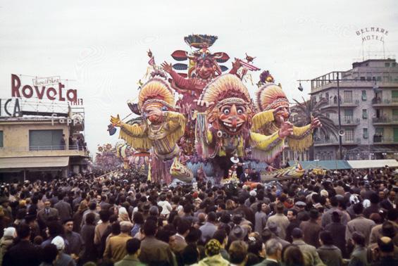 Toro seduto sul sentiero dell'allegria di Sergio Baroni - Carri grandi - Carnevale di Viareggio 1958