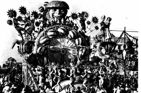 La danza delle ore di Alfredo Pardini - Carri grandi - Carnevale di Viareggio 1959