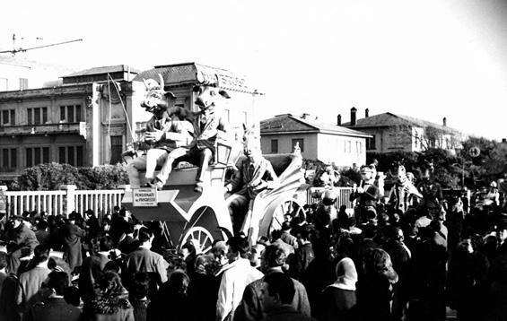 Pensionati dal progresso di Amedeo Mallegni - Complessi mascherati - Carnevale di Viareggio 1962