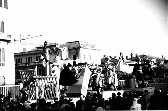 Rivolta delle maschere di Oreste Lazzari - Complessi mascherati - Carnevale di Viareggio 1962