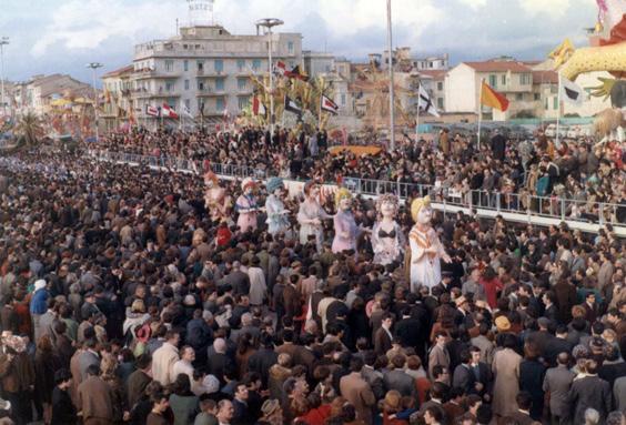 Belle di giorno di Fabio Romani - Mascherate di Gruppo - Carnevale di Viareggio 1968