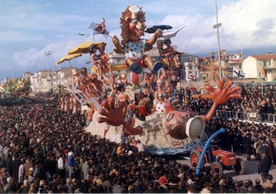 Cotte e stracotte di Carlo Vannucci - Carri grandi - Carnevale di Viareggio 1968
