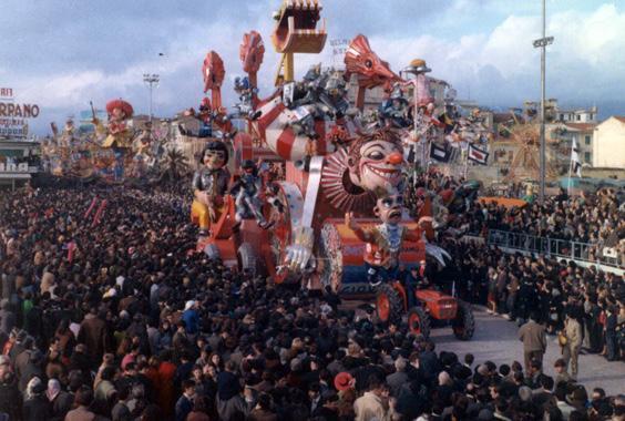 Lavori in corso... mascherato di Nilo Lenci - Carri grandi - Carnevale di Viareggio 1968