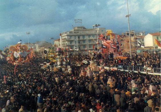 L'oppio dei popoli di Davino Barsella - Complessi mascherati - Carnevale di Viareggio 1968