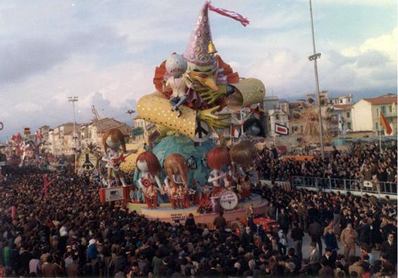 Per chi suona la campana di Sergio Baroni - Carri grandi - Carnevale di Viareggio 1968