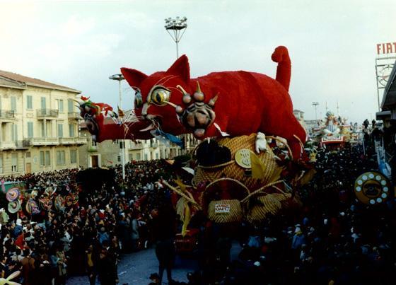 Arriva Mao di Giovanni Lazzarini e Oreste Lazzari - Carri grandi - Carnevale di Viareggio 1970