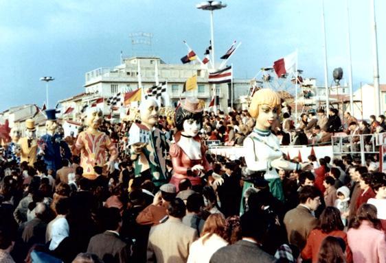 Moralisti di ieri, moralisti di oggi di Fabio Romani - Mascherate di Gruppo - Carnevale di Viareggio 1970