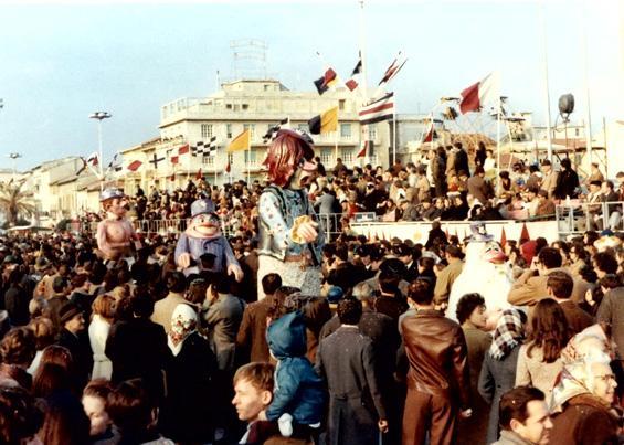 Siamo tutti compagni di Angelo Romani - Mascherate di Gruppo - Carnevale di Viareggio 1970