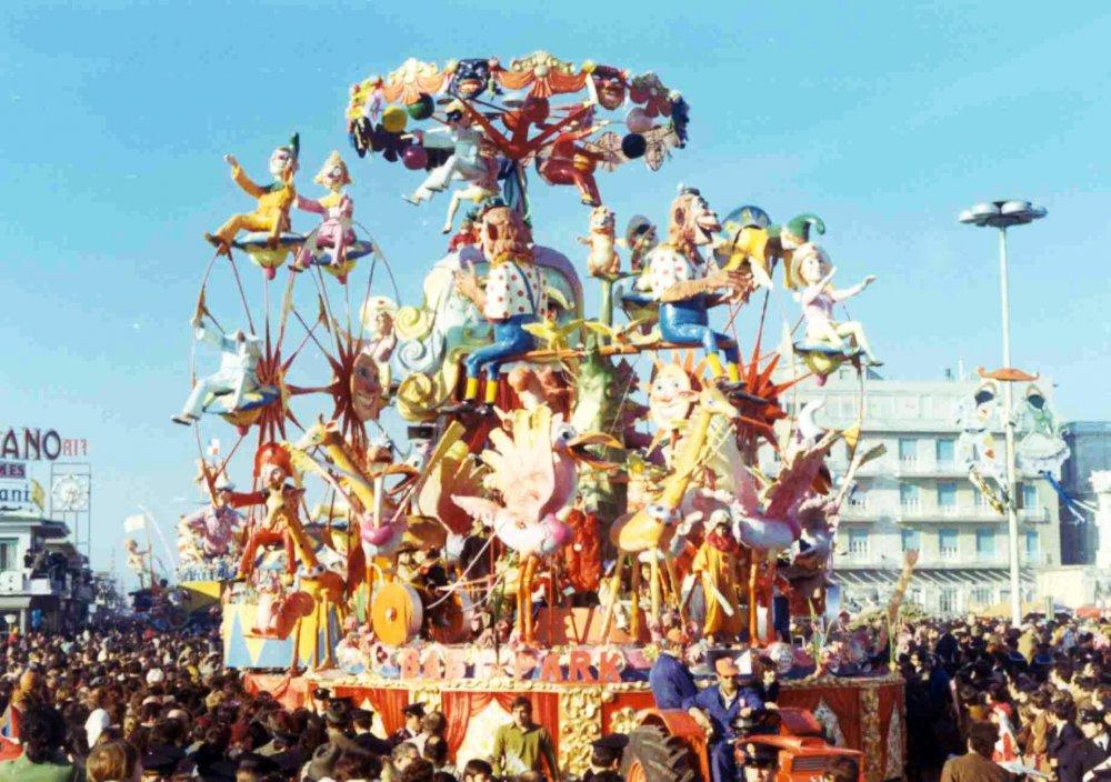 Baby park di Ademaro Musetti - Carri grandi - Carnevale di Viareggio 1971