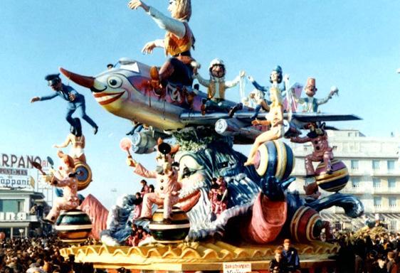 Dirottamento su Viareggio di Carlo Vannucci - Carri grandi - Carnevale di Viareggio 1971