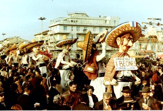 I beones di Carlo Bomberini - Mascherate di Gruppo - Carnevale di Viareggio 1971