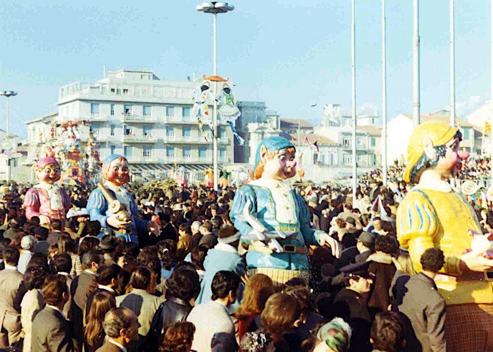 La storia di Biancaneve di Angelo Romani - Mascherate di Gruppo - Carnevale di Viareggio 1971