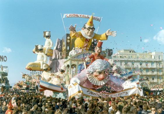 Cento anni dopo di Silvano Avanzini - Carri grandi - Carnevale di Viareggio 1973